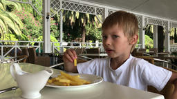 boy eating fast food in a tropical restaurant Filmmaterial