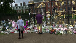 Princess Diana death 20th anniversary outside Kensington Palace London UK 画像