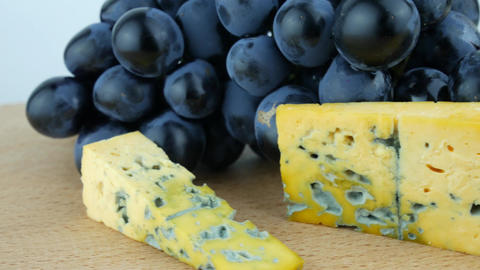 Hard Cheese With Mold, Dark Blue Grapes ライブ動画