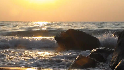 Waves beat against the rocks on the shore of the sea Filmmaterial