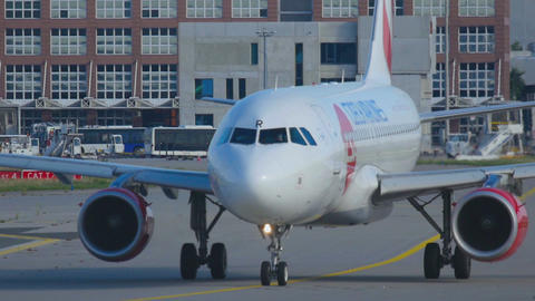 Czech Airlines Airbus 319 taxiing Footage
