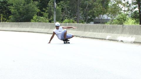 Skateboarder in the Highway 画像
