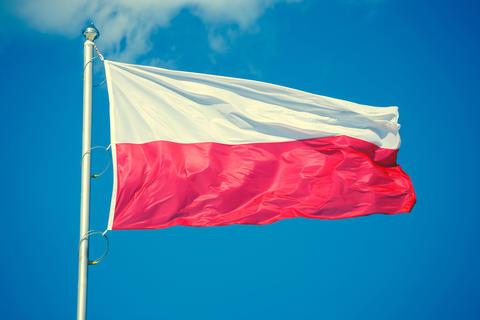 Polish flag on blue sky background, vintage look Foto