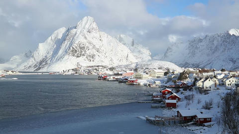 Norwegian fishing town on the background of winter mountains 画像
