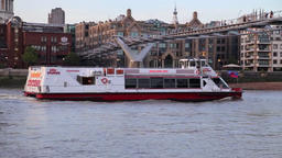 Tourist boat on River Thames London UK x1 画像