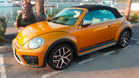 Volkswagen Beetle Dune Convertible Side View Filmmaterial