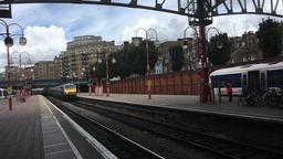 The Silver Train Chiltern Railways express train arriving at Marylebone station ビデオ