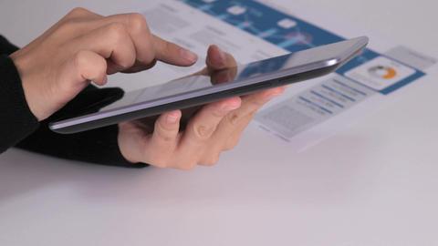 Tablet operation hand ライブ動画