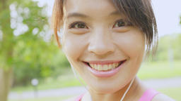 Healthy women running outdoors in park Live影片
