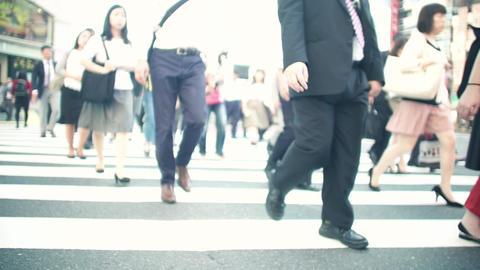 人物、通勤、ラッシュ、東京、ビジネスマン、サラリーマン、歩く、動画素材、横断歩道、足元、ハイスピード、スーパースロー、学生、通学、靴、イメージ、パーツカット、顔 ライブ動画