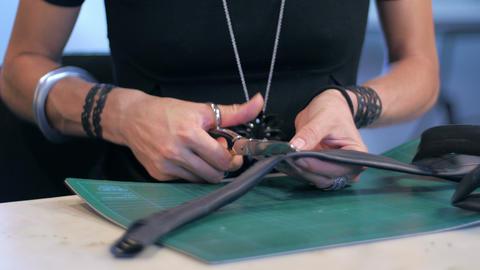 Jewelry maker cutting gum slide ライブ動画