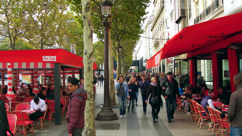 PARIS, FRANCE - OCTOBER 7, 2017. POV walk along crowded famous Champs-Elysees Filmmaterial