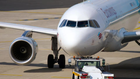 Airbus 320 Eurowings towing Live Action