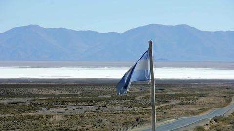 Argentine Flag in Salina Grande Salt Flat 画像