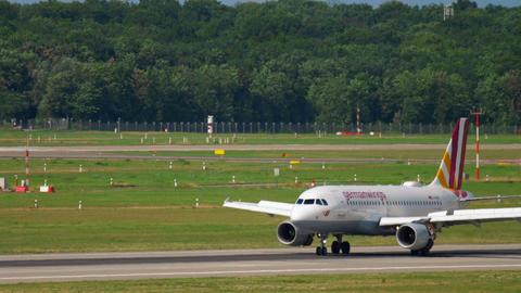 Airbus 319 Germanwings landing Live Action