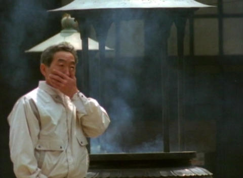 1998 - People pray at Senso-ji shrine in Asakusa II ビデオ