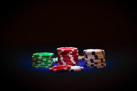 Poker chip on black background フォト