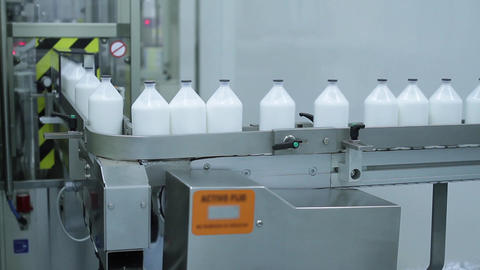 Robotized Machine packaging Bottles Live Action