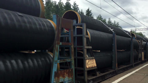 metal pipes on the train are moving ビデオ
