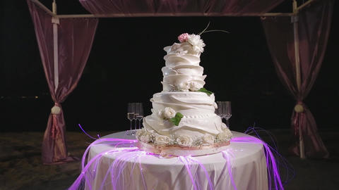 Beautiful big wedding cake, slider Archivo