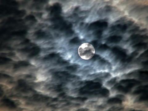 Full moon - ominous sky Foto