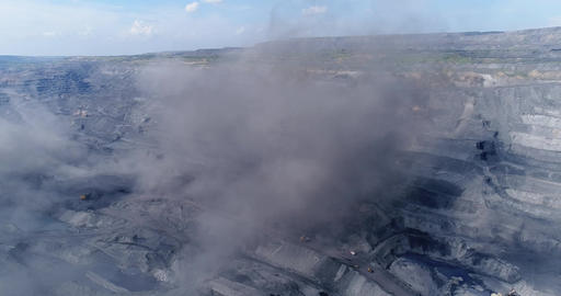 Coal cut, explosion Live Action