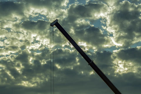 Crane against the background of cloudy sky Foto