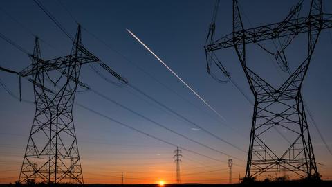 High voltage electricity pylon ビデオ