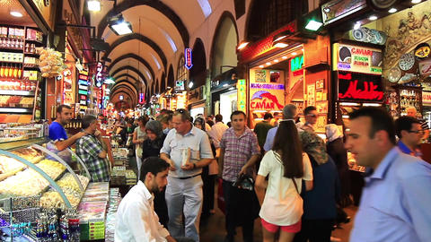 Turkish people shop in famous Egyptian Bazaar (Spice Market) ビデオ