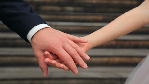 Newlywed couple holding hands Filmmaterial