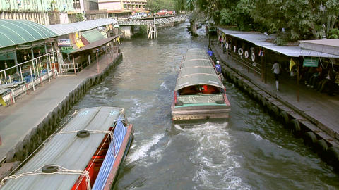 Khlong (River) Taxies near Phetchaburi Road, Bangkok Live Action