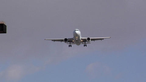 Incoming Airplanes landing at LAX Live Action