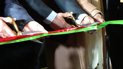 Cutting the tape - opening the event ビデオ