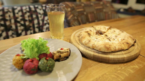 Woman hands takes a piece of traditional Georgian khachapuri dish with meat Archivo