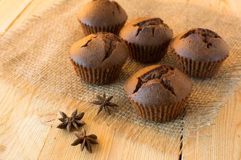 Chocolate muffins on sackcloth フォト