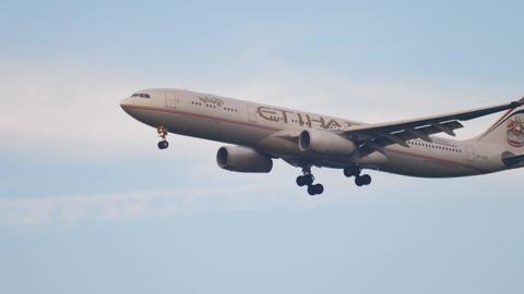 Etihad Airbus 330 approaching Footage