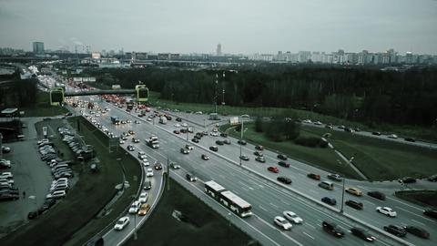 Aerial view of congested road traffic at big highway intersection Foto