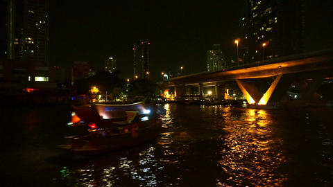 Night Chao Phraya river view in cruise ship at Thailand 画像