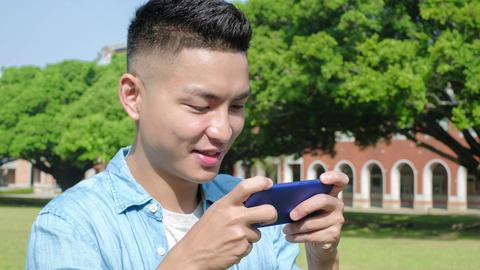 man play phone, Live影片