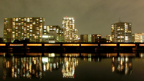 Timelapse of Tokyo's waterfront illumination reflections on the bay ビデオ
