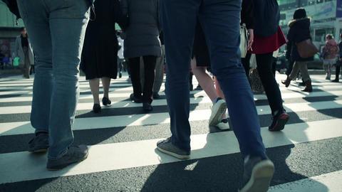 渋谷、スクランブル交差点、歩く、足元、イメージ、観光、ハイスピード、スーパースロー、師走、年末、クリスマス、スーツケース、雑踏、混雑、インバウンド、旅行、営業、 ビデオ