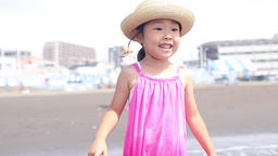 Ocean, sea, girl, playing, fun, funny, smilie, smiling face, surprise, ライブ動画
