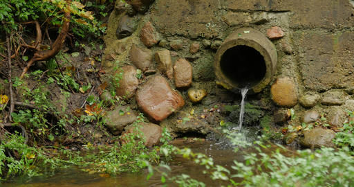 Build cement concrete pipe drainage canals drain the fluid flow ビデオ