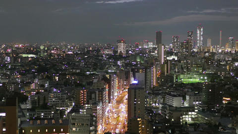 Elevated cityscape of traffic and skyscrapers in Ikebukuro ビデオ