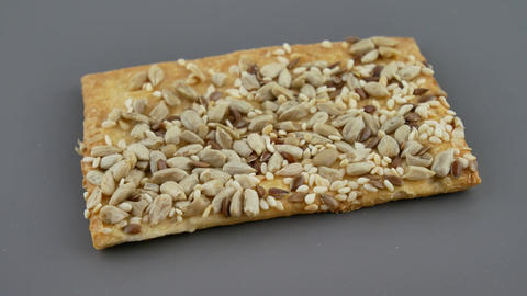 Crunchy cookies with sunflower, flax and sesame Live Action