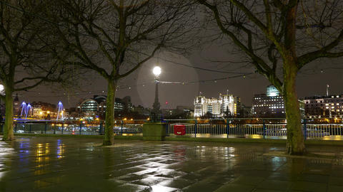 London Southbank by night Live Action