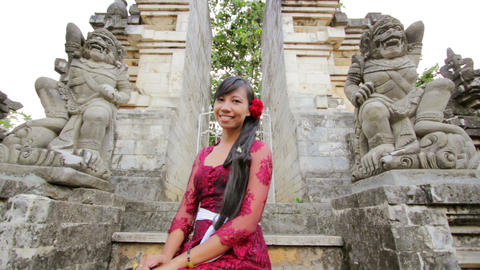 balinese girl in uluwatu temple Stock Video Footage