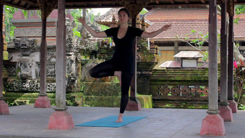 yoga in balinese temple Stock Video Footage