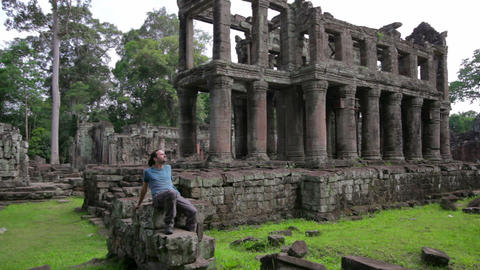 Backpacker in angkor wat Stock Video Footage
