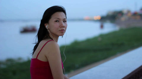 chinese business woman listening music Stock Video Footage